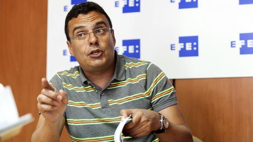 El investigador Antonio Marcos López, durante la entrevista concedida a la Agencia EFE con motivo de la publicación de la obra 'Los pactos indígenas de Gran Canaria y Tenerife'.