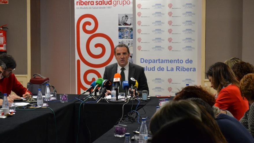 El gerente de Ribera Salud, Javier Palau, en rueda de prensa