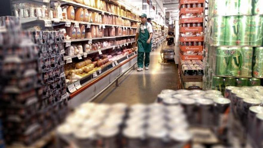 Productos mellizos, falsas ofertas y faltantes en las góndolas: las maniobras de las empresas para evadir los controles de precios