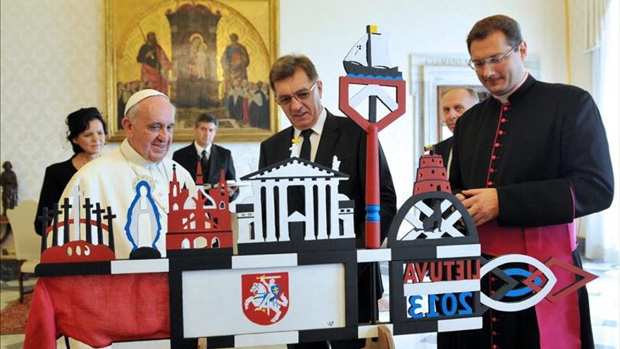 """El papa Francisco dice que """"el primer derecho de una persona es su vida"""""""