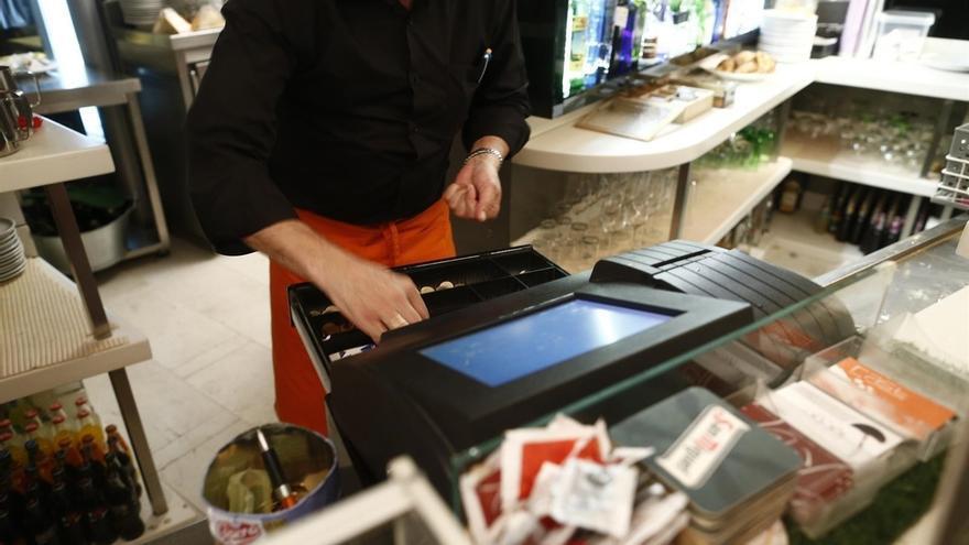 El coste laboral de las empresas sube un 0,3% y encadena tres trimestres en positivo