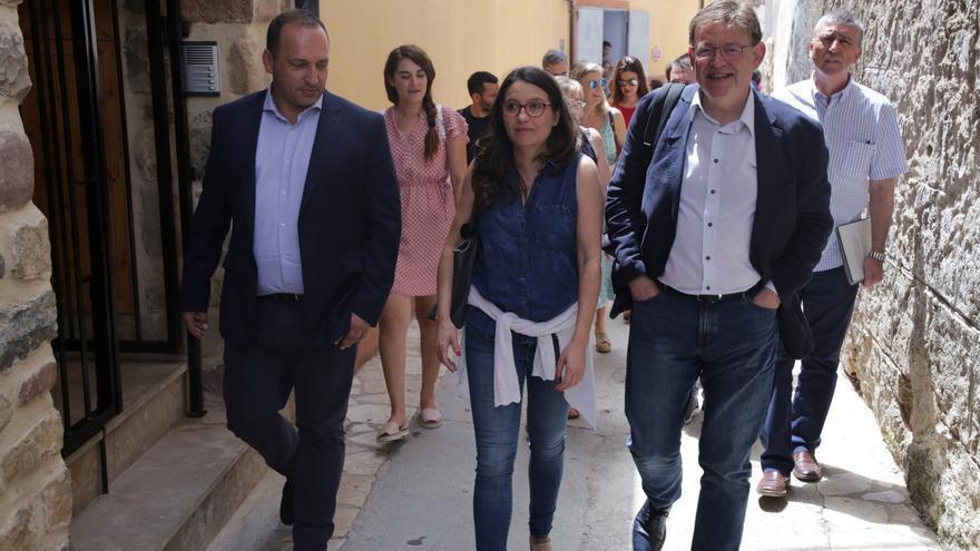 Rubén Martínez Dalmau, Mónica Oltra y Ximo Puig, de visita en Montanejos donde se ha celebrado el seminario del Consell.
