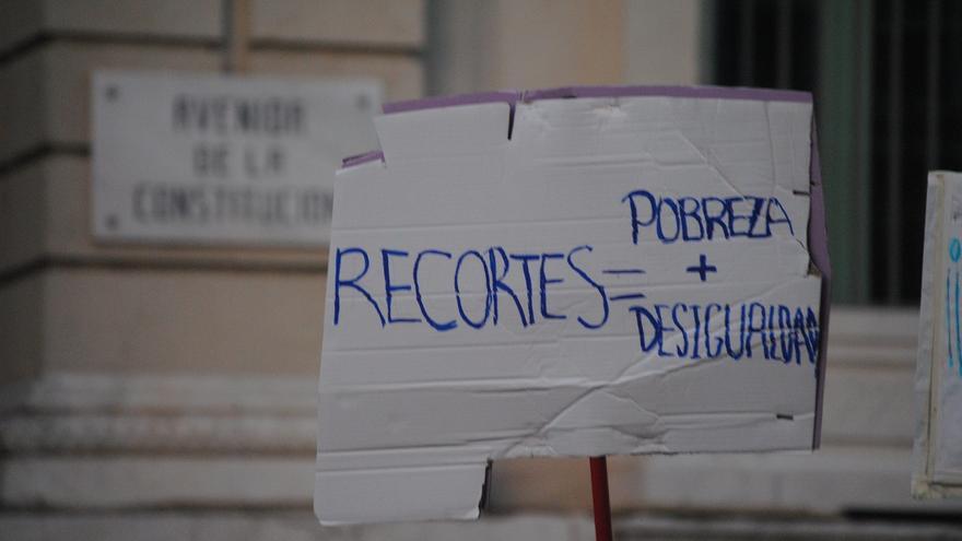 """Los trabajadores sociales denuncian recortes de la renta mínima y rechazan """"parches y beneficencia"""""""