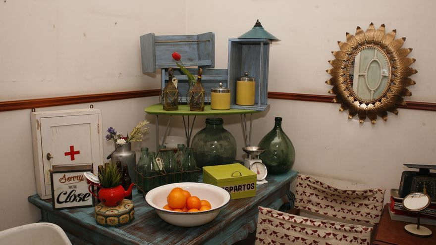 Exposici n de muebles 39 vintage 39 proyecto polonium 209 for Muebles baratos gran canaria
