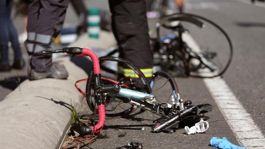 Una bicicleta tras un accidente en carretera.