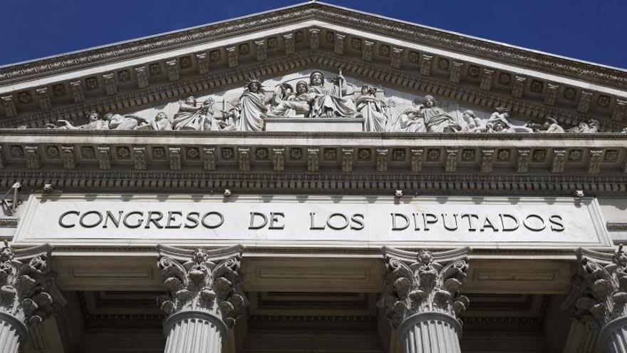 Calvo pide que el Congreso acorte su nombre para no excluir a las diputadas