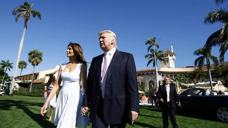 Donald Trump y su mujer en el complejo Mar-a-Lago del magnate en Florida.