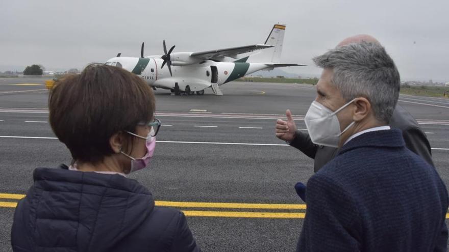 El ministro del Interior, Fernando Grande-Marlaska, y la directora general de la Guardia Civil, María Gámez, visitan en Torrejón de Ardoz el Servicio Aéreo del instituto armado