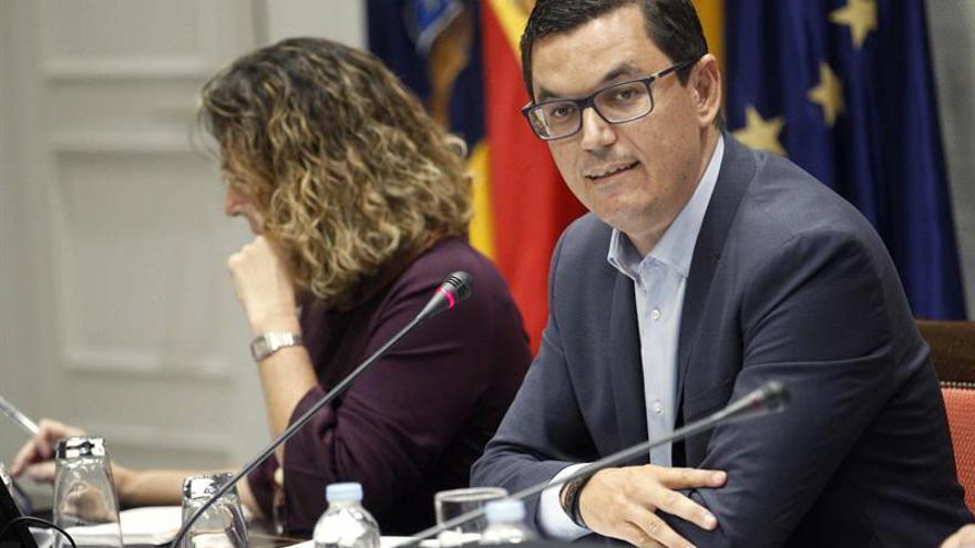 El vicepresidente y consejero de Obras Públicas y Transportes del Gobierno de Canarias, Pablo Rodríguez. EFE/ Cristobal García