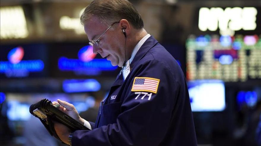 Wall Street amplía las pérdidas y el Dow Jones baja un 0,32 por ciento a media sesión
