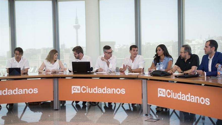 """C's niega estar negociando con PP y avisa a Rajoy que no puede """"huir""""otra vez"""