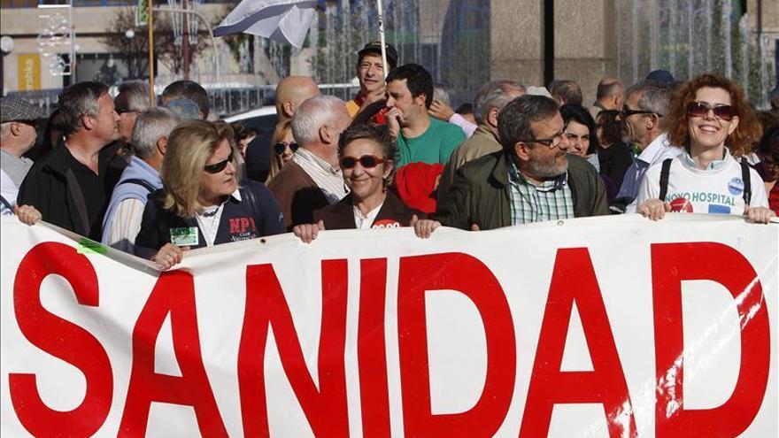 "Centenares de personas vuelven a pedir en Vigo un hospital ""100 % público"""