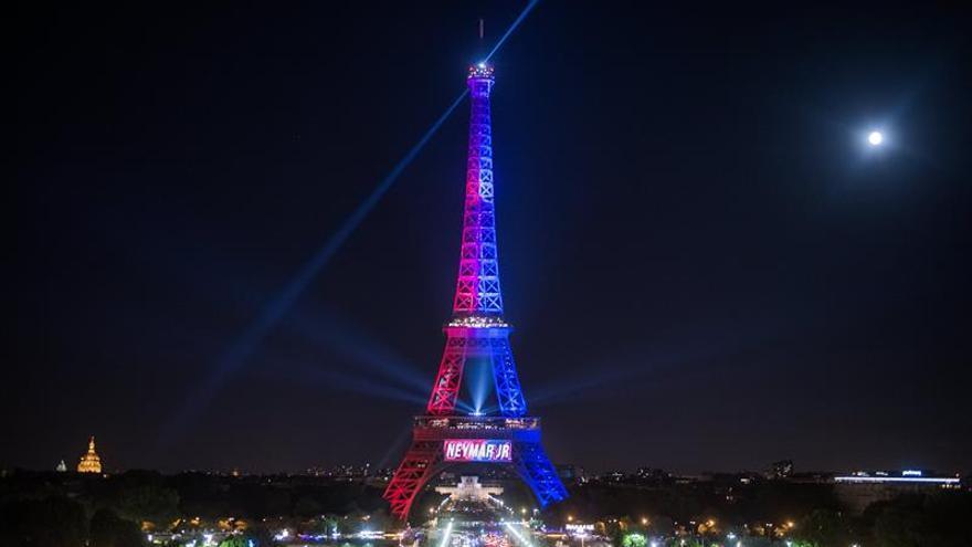 La Policía francesa detiene a un hombre cerca de la Torre Eiffel
