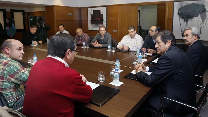 El presidente de Asturias mantuvo una reunión con los representantes del Metal de UGT y CCOO