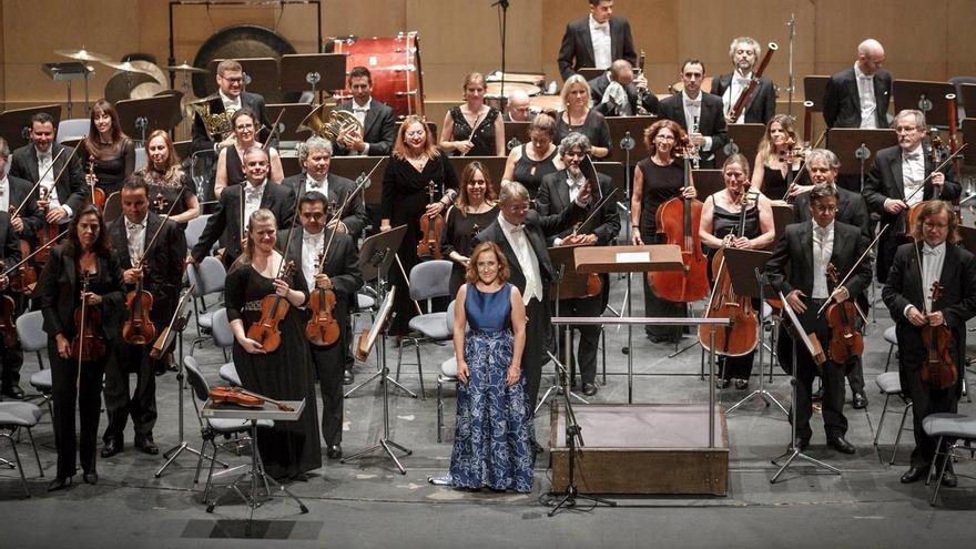 La OST, con Candelaria González y Víctor Pablo Pérez. Foto. Auditorio de Tenerife/ Miguel Barreto