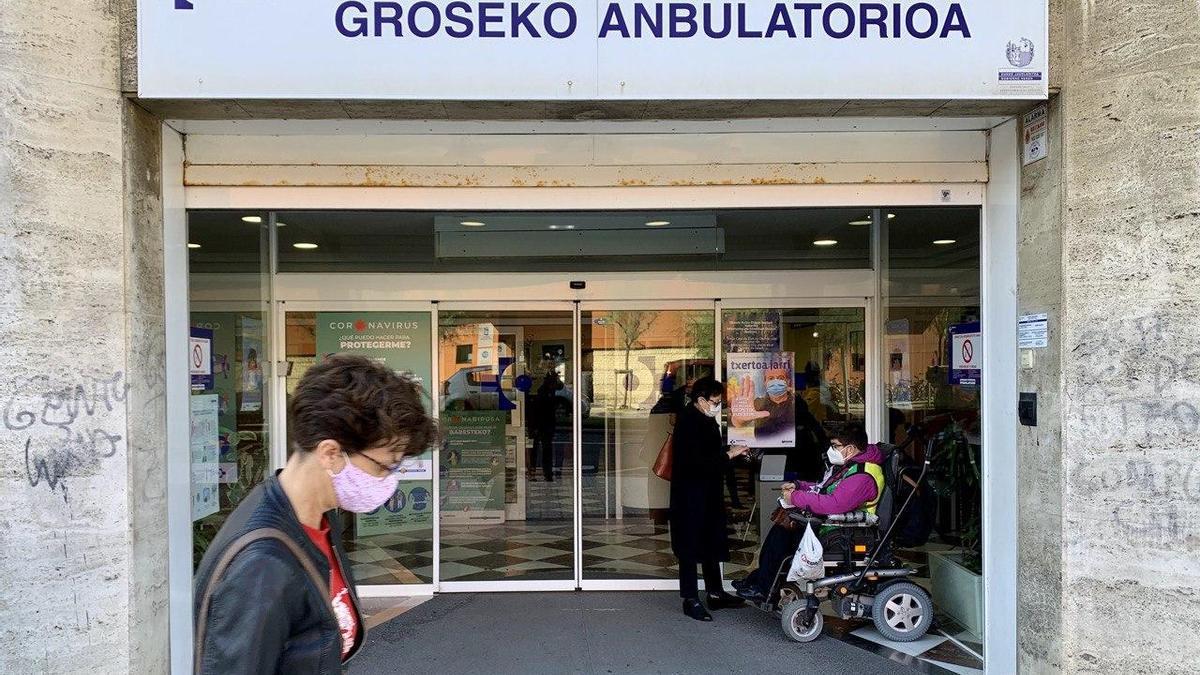 Entrada del ambulatorio de Gros, en Donostia