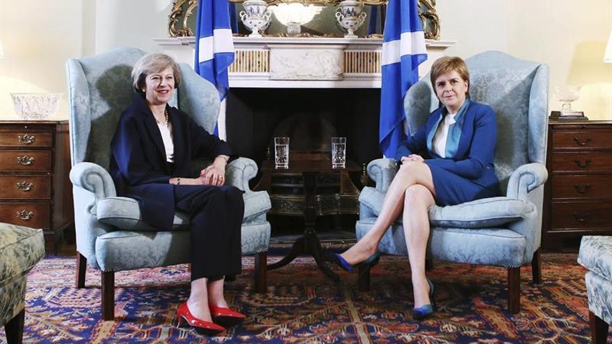 """Sturgeon insta a May a aclarar la """"dirección general"""" del país tras el Brexit"""
