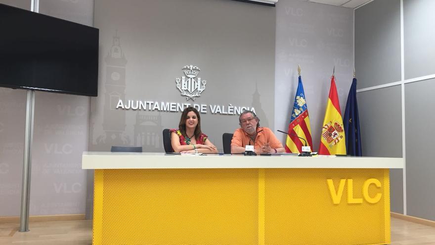 La portavoz socialista, Sandra Gómez, y el concejal de Hacienda, Ramón Vilar