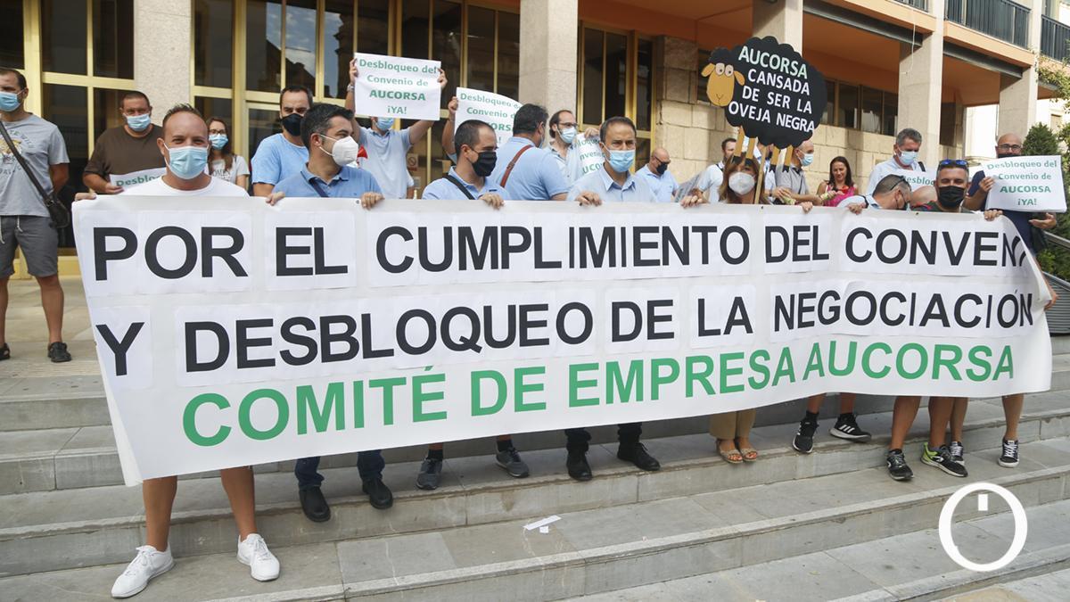El comité de empresa de Aucorsa convoca una concentración por la subida salarial y la negociación del convenio