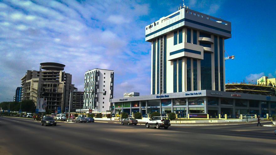 Como en las ciudades occidentales, los centros comerciales dominan la zona moderna de Accra / Jbdodane
