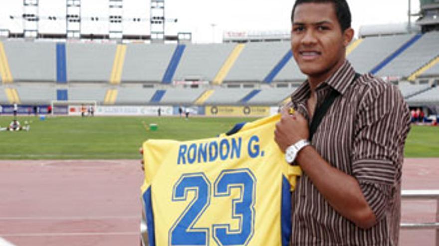 José Salomón Rondón seguirá al menos una semana más lejos del Estadio de Gran Canaria.