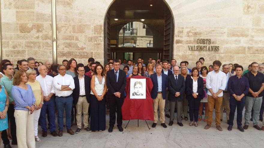 Los representantes políticos en Les Corts se han sumado al homenaje a Miguel Ángel Blanco