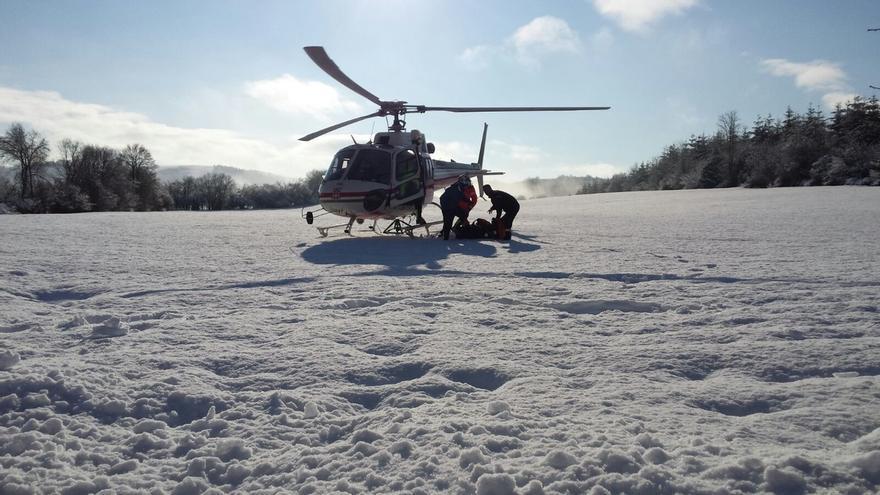 Rescatados en helicóptero dos peregrinos que hacían el Camino de Santiago en bici por el collado de Lepoeder