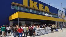 Imagen de la entrada principal de Ikea en Barakaldo tomada durante una protesta de sus trabajadores