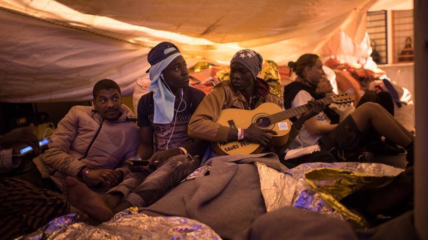 Algunos de los migrantes rescatados por el Sea-Watch 3.