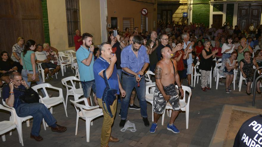 Un grupo de ultras increpa a la alcaldesa de Paiporta durante su intervención