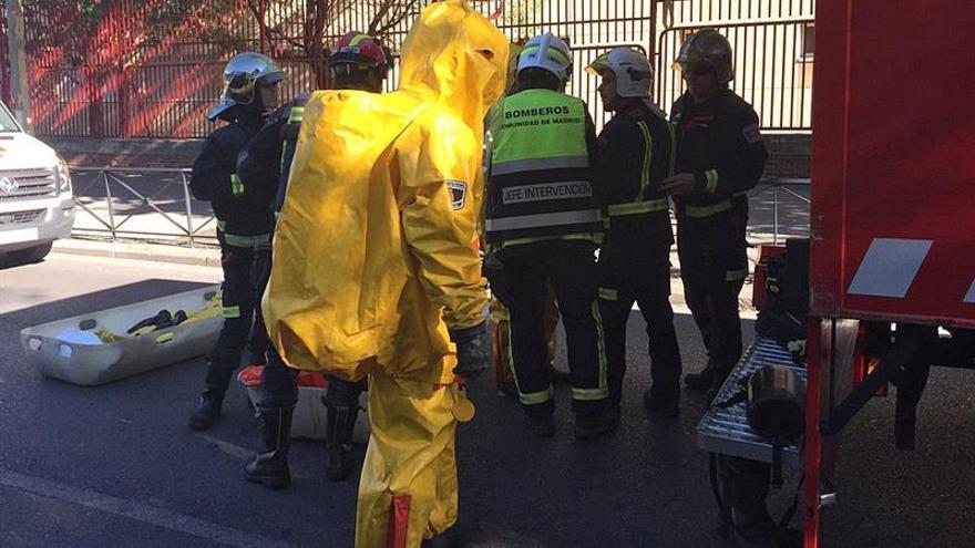 Diez hospitalizados por un escape de cloro en una piscina de Móstoles (Madrid)