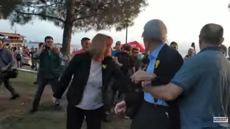 Un grupo de ultraderechistas agreden al alcalde de Tesalónica