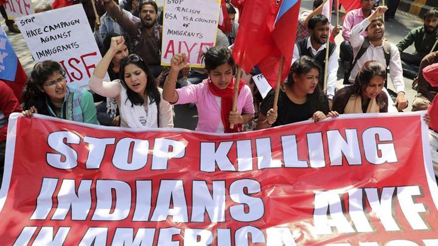 Protesta en Delhi por la muerte de un ingeniero indio en un ataque racista en EEUU