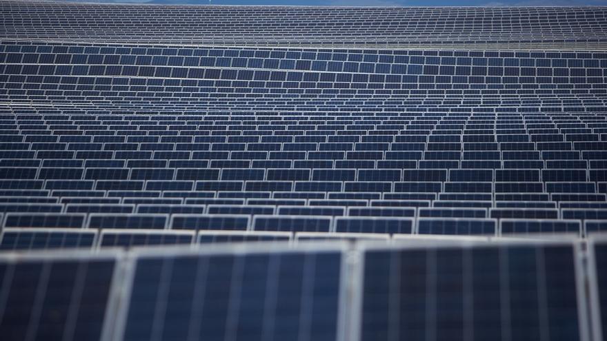 El Gobierno hará una nueva regulación sobre renovables cuando resuelva el déficit de tarifa