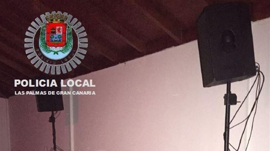"""Paralizada una fiesta """"ilegal"""" en una fábrica abandonada de Las Palmas de Gran Canaria."""