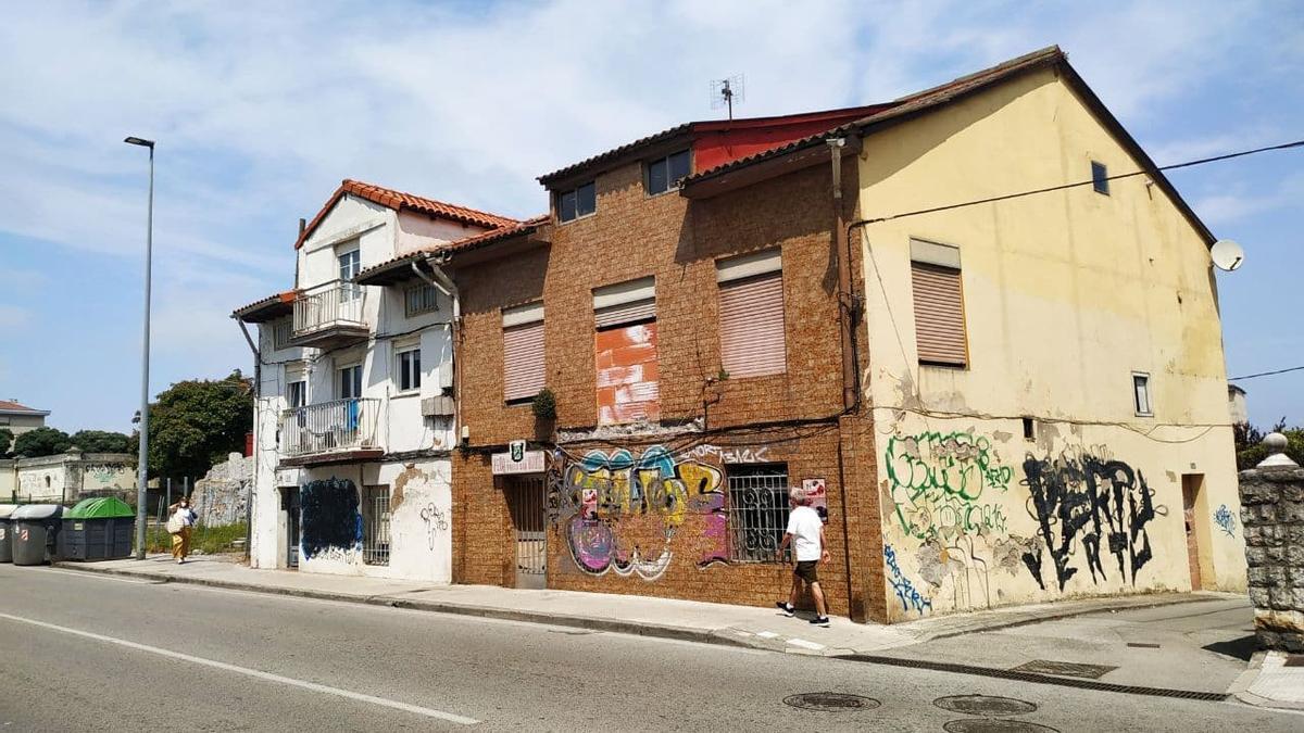 Inmueble clausurado cerca del depósito de agua y del Centro Cívico María Cristina.