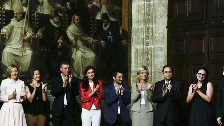 Ximo Puig junto a los miembros del Consell.