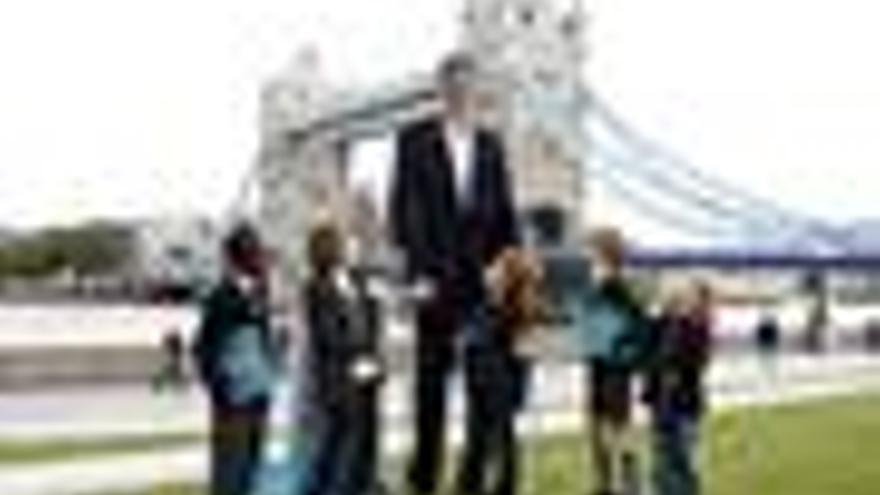 Sultan Kolsen, el hombre más alto del mundo