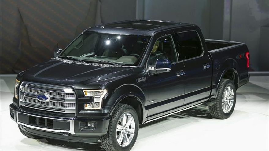 "Ford empieza a producir la revolucionaria camioneta ""pickup"" F-150"