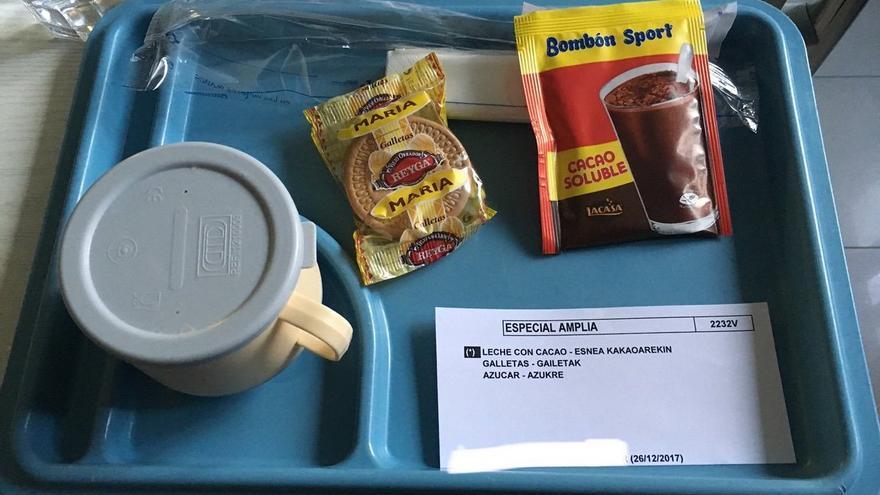 Merienda de un centro sanitario para una menor. Imagen enviada por un usuario a @HospEATal