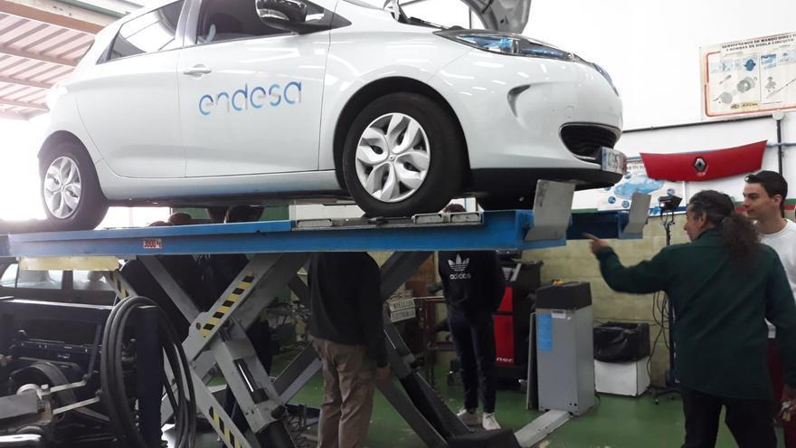 Los escolares conocen el funcionamiento de los vehículos eléctricos.