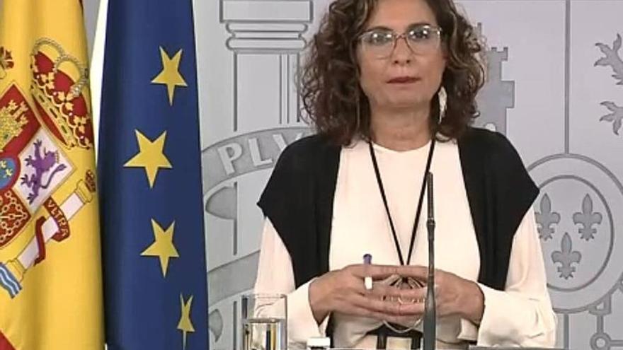 Captura de la señal institucional de Moncloa de la ministra Portavoz, María Jesús Montero, durante la rueda de prensa ofrecida este jueves.