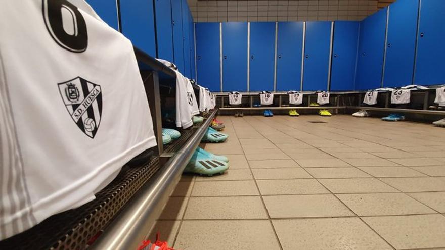 Vestuario del Huesca en el Estadio Gran Canaria listo para el partido