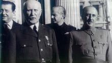 Franco junto a Philippe Pétain. A sus espaldas, Ramón Serrano Suñer