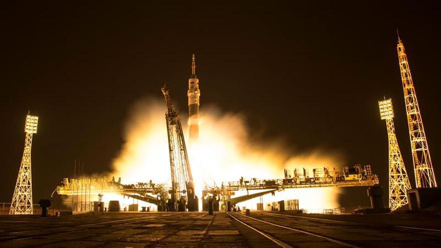 La nave rusa Soyuz MS-03 llega a la EEI con tres astronautas a bordo