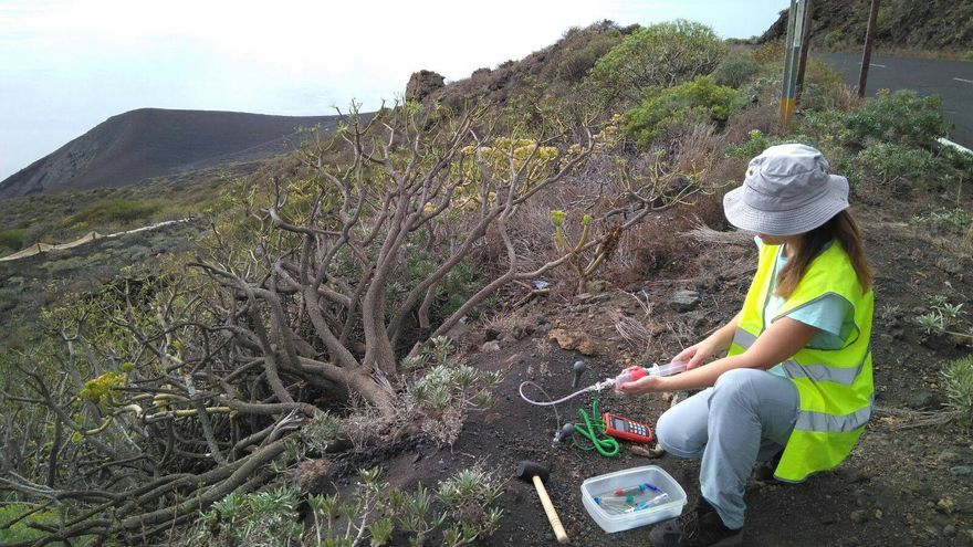 En la imagen, personal del Involcan desplazado a La Palma. Foto: INVOLCAN