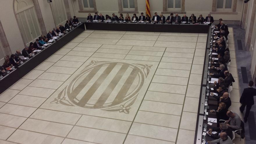 Empieza la reunión de Govern, partidos y entidades para poner rumbo al referéndum