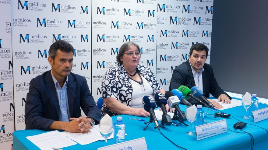Los representantes del Foro de Atención Primaria  Javier Luño, Antonia Rodríguez y José Miguel Iglesias