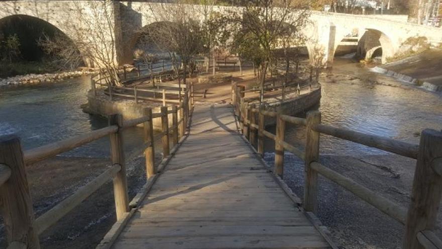 La Playeta de Almansa cuenta con pasarelas de madera para facilitar la movilidad FOTO: www.clmturismoaccesible.com
