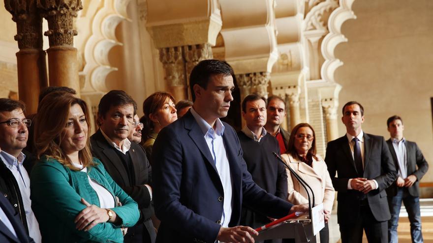 Pedro Sánchez y Susana Díaz junto a los barones regionales en el Consejo Político del PSOE en Zaragoza / Foto: PSOE